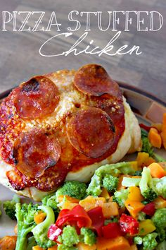 Pizza stuffed chicken gives you the taste of pizza without all the added calories! Only 180 calories per serving, high in protein and, of course, amazing. This healthy dish is a family-favorite. Customize it by adding your favorite pizza toppings! High Protein Recipes, Low Carb Recipes, Cooking Recipes, Healthy Recipes, Top Recipes, Healthy Dishes, Healthy Eating, Poblano, Pizza
