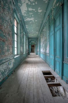 Nice decay inside this old abandoned house. I loved the color and the light!