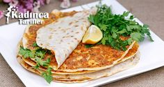 Tavada Lahmacun Yapımı Food N, Food And Drink, Turkish Recipes, Ethnic Recipes, Minced Meat Recipe, Turkish Kitchen, Bon Appetit, Meat Recipes, I Foods