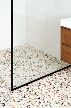HÛT re-crafts a characterful London townhouse in terrazzo and Petersen brick- . HÛT re-crafts a ch Bathroom Floor Tiles, Modern Bathroom, Master Bathroom, Small Bathrooms, Small Kitchens, London Townhouse, Georgian Townhouse, Georgian House, Bad Inspiration