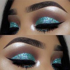 Eye makeup goals!✨ @vemakeup713 so stunning with Sparkling Powder in [Mystic Wave]✨ #jcatbeauty #sparkling #glitter #makeupjunkie