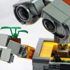 Lego Wall-E looking at a flower. Awesome Lego, Cool Lego, Lego Wall E, Wedding Men, Pixar, Iphone Cases, Flower, Unique Jewelry, Vintage