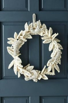 This Anthropologie Stitched & Felted Songbird Wreath is gorgeous! It would make a fabulous Christmas DIY Craft Project! Christmas Fair Ideas, Felt Christmas Decorations, Christmas Makes, Christmas Wreaths, Christmas Crafts, Holiday Decor, Felt Ornaments, Holiday Ornaments, Anthropologie Christmas