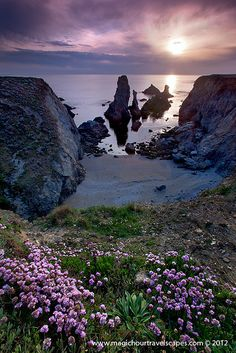 Beautiful Belle-Ile-En-Mer in Brittany, France. Beautiful Sky, Beautiful Landscapes, Beautiful Places, Great Pictures, Nature Pictures, Beau Site, Brittany France, Visit France, All Nature