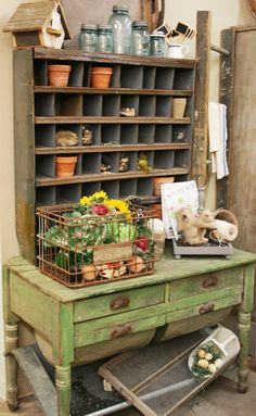 Potting Bench Ideas - Want to know how to build a potting bench? Our potting bench plan will give you a functional, beautiful garden potting bench in no time! Greenhouse Shed, Greenhouse Gardening, Container Gardening, Garden Deco, Garden Pots, Garden Sheds, Garden Benches, Fence Garden, Potting Station