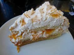 Postre Chaja, my favorite Uruguayan dessert, a light spongy cake layered with dulce de leche, cream, fresh peaches, and crumbled meringue...so GOOD!!!