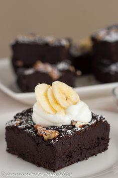 a Vegan Black Bean Brownie topped with Yogurt and banana slices Bohnen Fudgy Vegan Black Bean & Banana Brownies