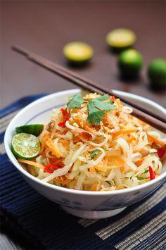 Vietnamese Vegan Papaya Salad Oh my. I Love Food, Good Food, Vietnamese Cuisine, Vegetarian Vietnamese, Vegetarian Recipes, Healthy Recipes, Soup And Salad, Asian Recipes, The Best