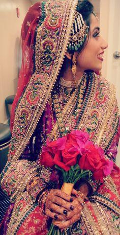 IN LOOOOVE!  I should have my wedding in India!!!!  Indian weddings www.weddingsonline.in