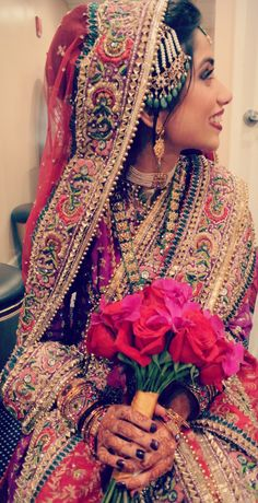 IN LOOOOVE!  I should have my wedding in India!!!!  Indian weddings www.weddingsonline.in