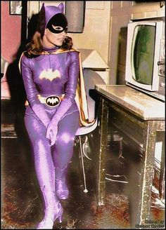 Yvonne Craig as the iconic Batgirl in the 1966 Batman Tv series. She will be missed, but her legacy lives on. Real Batman, Batman Tv Show, Batman Tv Series, Batman Stuff, Dc Batgirl, Batgirl And Robin, Batwoman, Batgirl Cosplay, Batgirl Costume