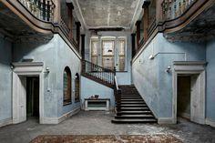 Constructions abandonnées. Inquiétantes pré-ruines...   Abandoned School in the UK