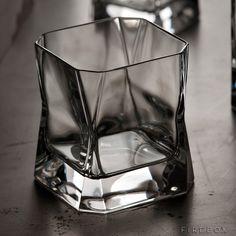 Blade Runner Whiskey Glass – http://thegadgetflow.com/portfolio/blade-runner-whiskey-glass/