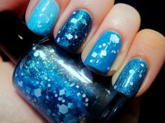 Blue nails, light blue nails