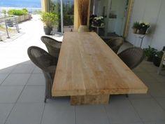 Massivholz-Teak -Tisch, 7cm Dick mit grader Kannte, Holzbein und leicht aufgerauter Platte