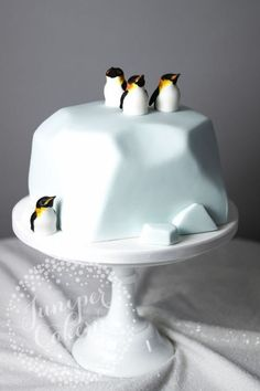 For Heaven's Cake: Irresistible Cakes for All Occasions - Kuchen recepte - Bolo Fancy Cakes, Cute Cakes, Pretty Cakes, Beautiful Cakes, Amazing Cakes, Crazy Cakes, Penguin Cakes, Penguin Party, Impressive Desserts