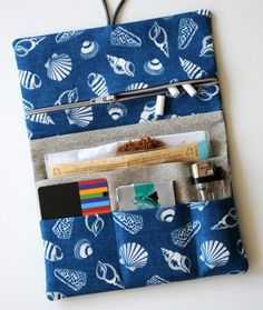 Tabakbeutel - Tabaktasche Dreherbeutel Muschel blau SEA SHELL - ein… Diy Sewing Projects, Sewing Tutorials, Sewing Crafts, Sewing Patterns, Small Blankets, Knitted Blankets, Wallet Tutorial, Purse Organization, Crochet Round