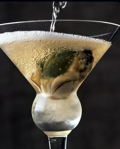Champagne Party, Glass Of Champagne, Oyster Shooter, Oyster Recipes, Decadent Food, Madi Gras, Oyster Bar, Non Alcoholic, Hurricane Glass