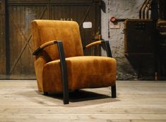 Velvet fauteuil Basil in de kleur cognac. Bekijk al onze stoere fauteuils op onze website!