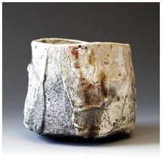 hikidashi chawan by akira satake Ceramic Clay, Porcelain Ceramics, Ceramic Bowls, Ceramic Pottery, Pottery Art, Japanese Ceramics, Japanese Pottery, Japanese Tea Cups, Japanese Tea Ceremony