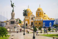 Learn how to stay safe in Trujillo, Peru, a great and scenic city with a far from perfect reputation in terms of safety and criminal activity. Machu Picchu, The Wonderful Country, Trujillo Peru, Backpacking Peru, Peru Culture, Peru Beaches, Peru Travel, South America Travel, Beautiful Sunrise