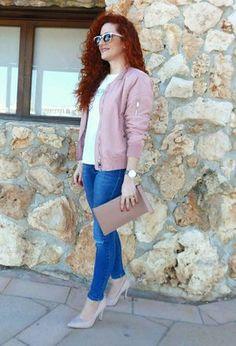 ae7d3ad676e The outfit of pelirrojaalamoda includes light pink heels of Zalando