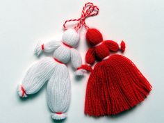 Easy martenitsa - for Baba Marta Day Yarn Crafts, Diy And Crafts, Crafts For Kids, Baba Marta, Yarn Dolls, Christmas Crafts, Christmas Ornaments, Knitted Hats, Embroidery