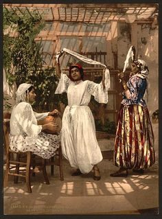 Arab dancing girls, Algiers, Algeria.  Photochrome 1890-1900.