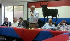 Hatuey De Camps al centro con el microfono, Luis miguel De Camps, Severo Mercedes, Dionisio Soldevila, Rafa Gamundi y Amadeo Lorenzo en la Comision Politica.
