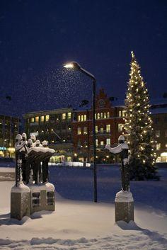 Caroling in the Snow statues,Stortorget in Östersund,Sweden
