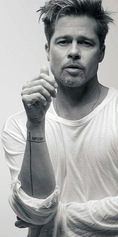 Brad Pitt how can he look so...