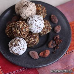 Raw Cocoa & Chia Seed Energy Balls With Dried Fig, Beans, Chia Seeds, Vanilla Extract, Almonds Gluten Free Muesli, Vegan Gluten Free Desserts, Raw Desserts, Dairy Free Recipes, Cocoa Recipes, Raw Food Recipes, Sweet Recipes, Snack Recipes, Dessert Recipes