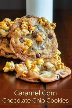 The best highly addictive homemade caramel corn baked into crispy chewy perfect chocolate chip cookies. Cookie Recipes, Dessert Recipes, Keto Desserts, Baking Recipes, Blog Food, Baked Corn, Rock Recipes, Perfect Chocolate Chip Cookies, Caramel Corn