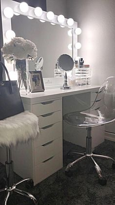 Makeup Room Ideas room DIY (Makeup room decor) Makeup Storage Ideas For Small Space - Tags: makeup room ideas, makeup room decor, makeup room furniture, makeup room design # makeup room inspo Makeup Room Decor, Decor Room, Bedroom Decor, Home Decor, Bedroom Ideas, Room Decorations, Beauty Room Decor, Vanity Room, Vanity Mirrors