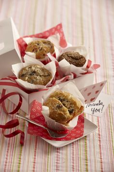 Say thanks with this easy gifting idea, pick up muffins from your favorite in store bakery, add your personal touch and gift away!  #givebakery #muffins #sweetgifting
