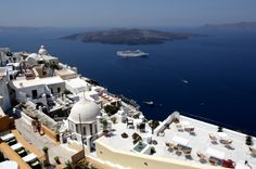 Santorini - stunning views  - Build up in the mountains with an amazing view of the beach