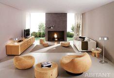 Гостиная с оригинальной деревянной мебелью