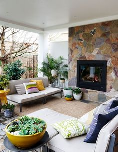 Melbourne Home · Madeleine and Jeremy Grummet and Family (The Design Files) Patio Interior, Home Interior, Interior And Exterior, Interior Design, Outdoor Rooms, Outdoor Living, Outdoor Patios, Outdoor Kitchens, Outdoor Areas