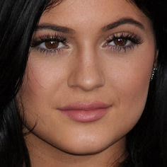 Kylie Jenner Makeup: Gray, Nude Eyeshadow & Pale Pink Lipstick ...