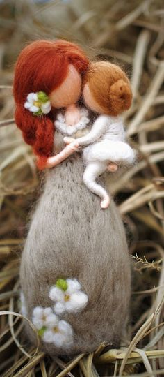 Mother Daughter Figurine – Needle Felted Doll – Mother's Day Gift – Felted Wool Dolls – Baby Shower Gift – Soft Sculpted Doll – Gift for Mom Mother with child Mother Daughter Gifts from PETRUSKAfairyworld Wool Dolls, Felt Dolls, Mothers Day Gifts From Daughter, Mother Day Gifts, Felt Crafts, Diy And Crafts, Simple Crafts, Clay Crafts, Felt Fairy