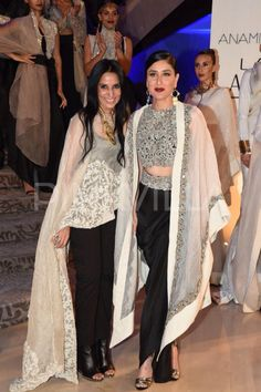 Kareena Kapoor walks the ramp for Anamika Khanna 2015.