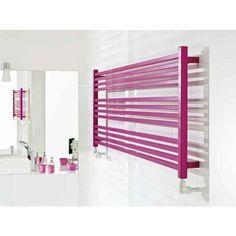 Różowy grzejnik ozdobny w modnej łazience. #grzejnik #dekoracyjny #ozdobny #łazienka #aranzacje