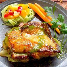 アンショワイヤードソースは南フランスでは一般的な基本ソース、チキンソテーにとても良く合うそうなので挑戦❗️ フランスの家庭料理のレシピは、安くて、簡単でおいしいものが多くて嬉しい(*≧艸≦) バジルは種から初栽培、やっと大きくなってきたので間引きでソースに変身 - 94件のもぐもぐ - Chicken Saute'anchoyade sauceチキン・ソティ アンショワイヤードソース by Ami