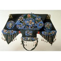 Chinese Qing dynasty headdress for royal and high noble women with kingfisher inlayed jewelry pieces.