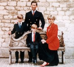 Princess Diana and Prince Charles and Princes William and Harry Royal Family Christmas Card. Princess Diana in a red jacket and black maxi skirt. The 3 Princes all wearing blazers, and shirts with different ties. Royal Family Christmas, Family Christmas Cards, Europe Christmas, Christmas Calendar, Christmas Snowman, Diana Son, Lady Diana, Prince William And Harry, Prince Charles