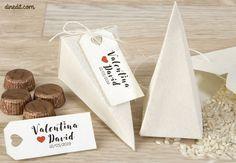 Regala bombones en tu boda con estos originales saquitos de tela... ¡Unos regalos de boda elegantes y diferentes!