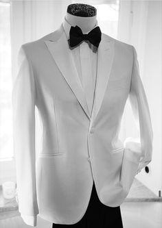White Groom Tuxedo Men Suits Peak Lapel Design Costume Homme Black Trousers Best Man Outfits Two-PiecesCoat+PantsSlim Fit Terno Masculino Groom Tuxedo, Tuxedo For Men, White Tuxedo, Mens 3 Piece Suits, Mens Suits, Sharp Dressed Man, Well Dressed Men, Look Fashion, Mens Fashion