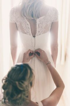 18 must take photos of your wedding dress 1