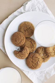 Chickpea gingersnaps - used a mix of chickpea, quinoa, and millet flours Chickpea Flour Recipes, Buckwheat Recipes, Almond Flour Recipes, No Flour Cookies, Cookies Et Biscuits, Cookie Recipes, Dessert Recipes, Garbanzo Bean Flour, Gluten Free Baking