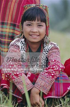 Portrait of a girl from the Kalaban tribe in traditional dress, South Cotabato P. island of Mindanao, Philippines, Southeast Asia, Asia Art Children, Art For Kids, Philippines Outfit, Mindanao, Art Pics, Joy And Happiness, Traditional Dresses, Southeast Asia, Headpiece
